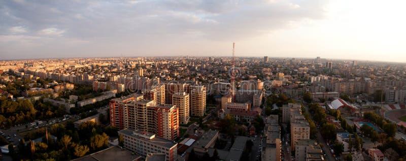Opinión panorámica de la puesta del sol de Bucarest imagen de archivo libre de regalías
