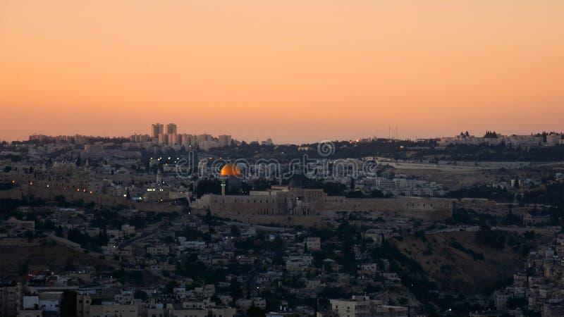 Opinión panorámica de la puesta del sol de Jerusalén fotos de archivo