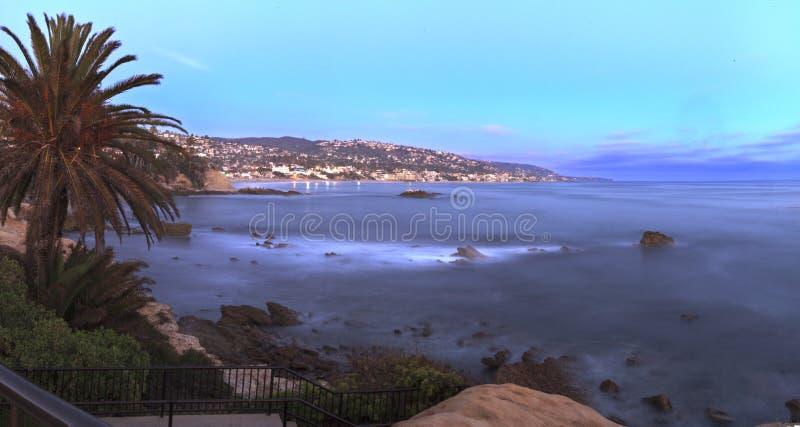 Opinión panorámica de la puesta del sol de la playa principal fotografía de archivo