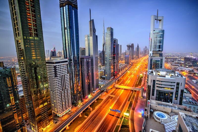 Opinión panorámica de la puesta del sol de Dubai de Burj Khalifa imágenes de archivo libres de regalías