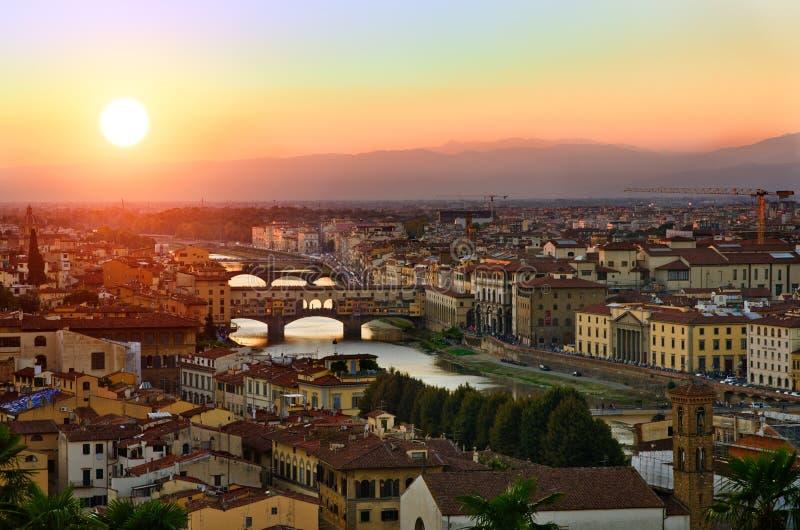 Opinión panorámica de la puesta del sol a Florencia, Toscana, Italia foto de archivo