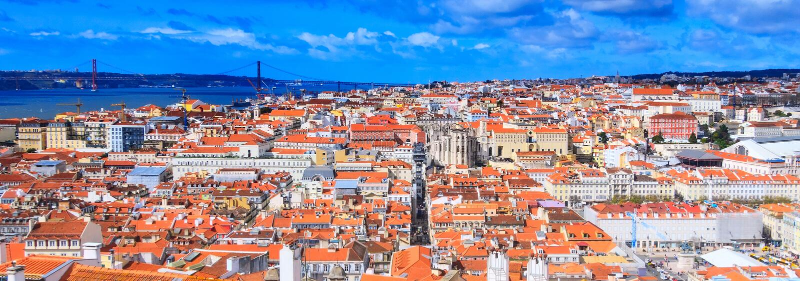 Opinión panorámica de Lisboa, Portugal foto de archivo