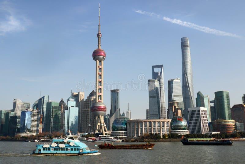 Opinión panorámica del horizonte de Shangai del skylinee y del río Huangpu Shangai China foto de archivo libre de regalías