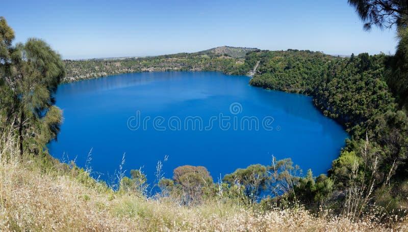 Opinión panorámica del lago azul, soporte Gambier, sur de Australia foto de archivo libre de regalías