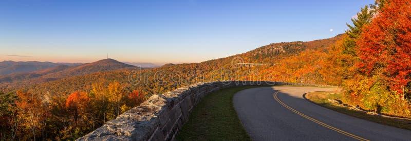 Opinión panorámica del otoño, Ridge Parkway azul, Carolina del Norte imagenes de archivo