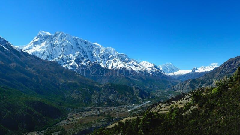 Opinión panorámica del viaje del circuito de Annapurna de Annapurna y de Gangapurn imagenes de archivo