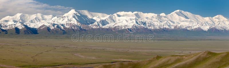 Opinión panorámica la montaña y Pik Lenin de Pamir imagen de archivo libre de regalías