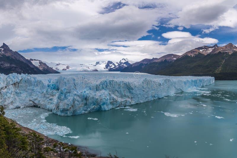 Opinión panorámica Perito Moreno Glacier en el parque nacional del Los Glaciares en la Patagonia - EL Calafate, Santa Cruz, la Ar fotos de archivo