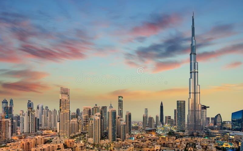 Opinión panorámica que sorprende sobre el horizonte futurista de Dubai, Dubai, United Arab Emirates imágenes de archivo libres de regalías