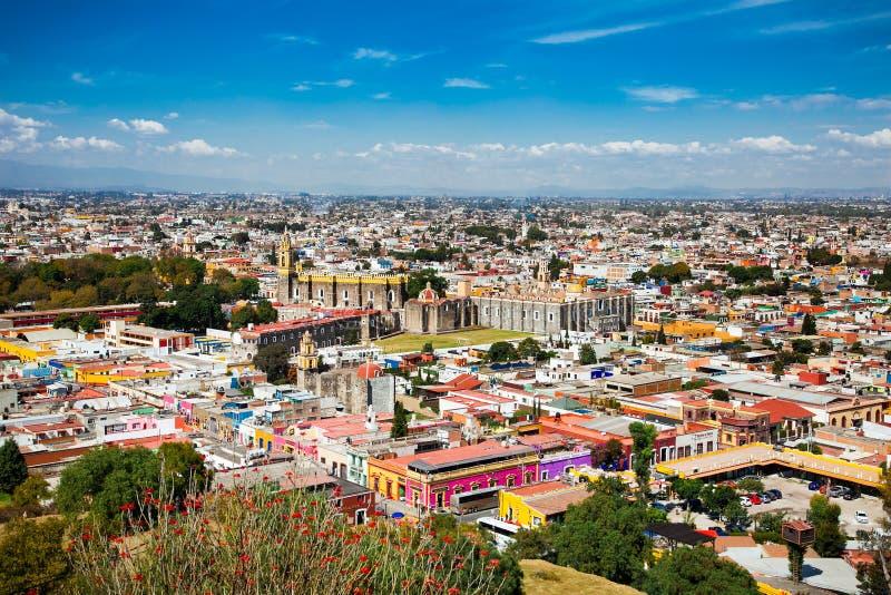 Opinión panorámica sobre Cholula en México foto de archivo
