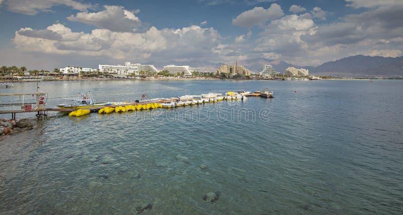 Opinión panorámica sobre la playa septentrional de Eilat foto de archivo