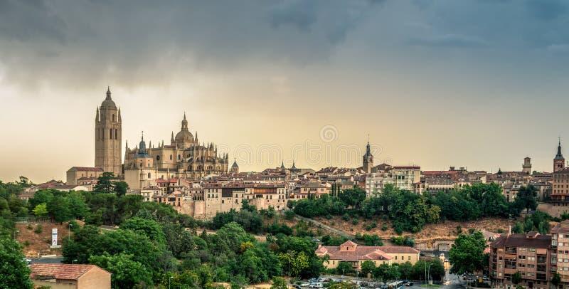Opinión panorámica sobre Santa Maria Cathedral Segovia, España imagenes de archivo