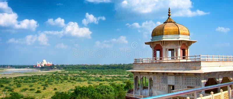 Opinión panorámica Taj Mahal del fuerte de Agra en Agra, la India foto de archivo