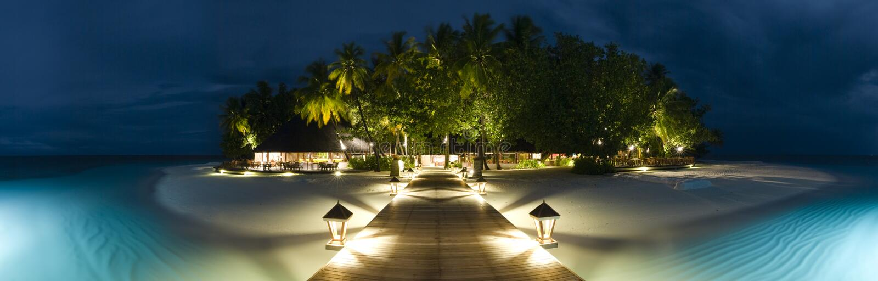 Opinión panormaic de Maldives de la isla de Ihuru por noche imágenes de archivo libres de regalías