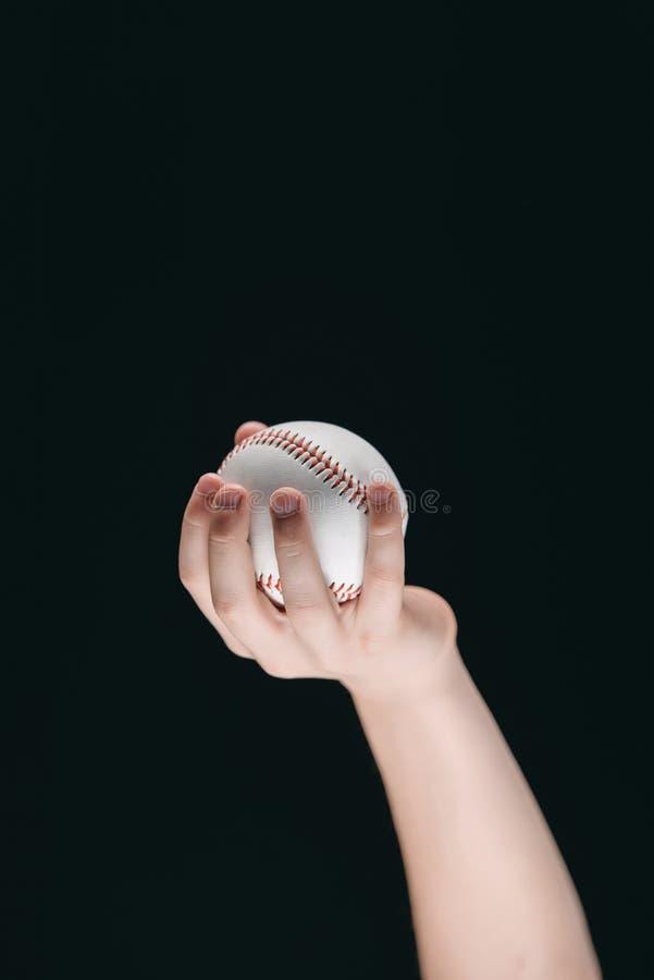 Opinión parcial el niño que sostiene la bola del béisbol fotos de archivo