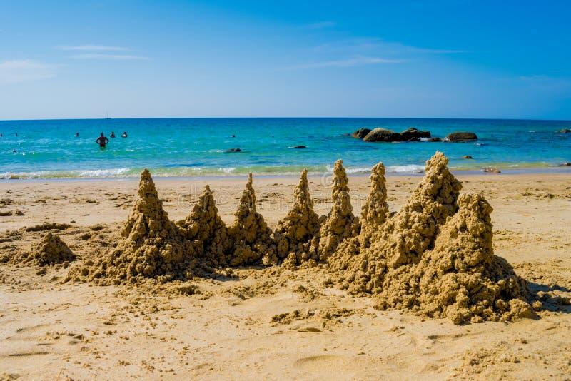 Opinión phuket Tailandia del mar de la arena de la playa del verano del castillo de arena fotografía de archivo