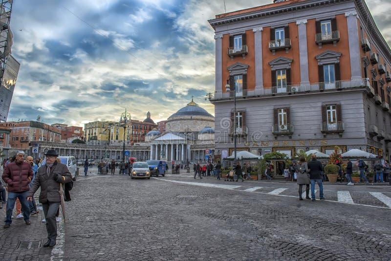 Opinión Piazza del Plebiscito, coches y turistas imágenes de archivo libres de regalías