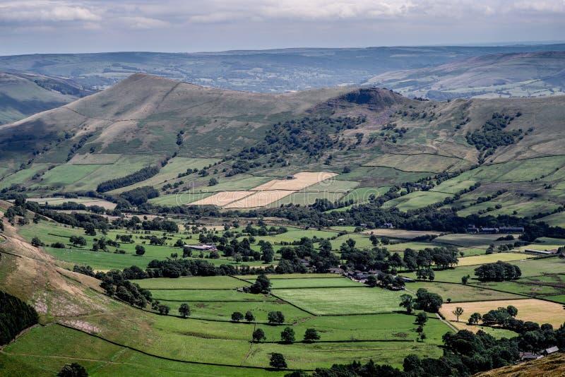 Opinión pintoresca sobre las colinas cerca de Edale, parque nacional del distrito máximo, Derbyshire, Inglaterra, Reino Unido imagen de archivo
