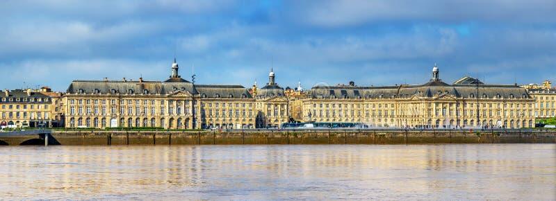 Opinión Place de la Bourse y el río de Garona en Burdeos, Francia fotografía de archivo