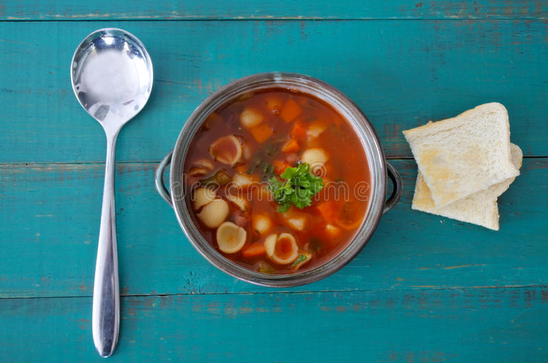 Opinión plana de la endecha de la sopa del minestrone imagenes de archivo