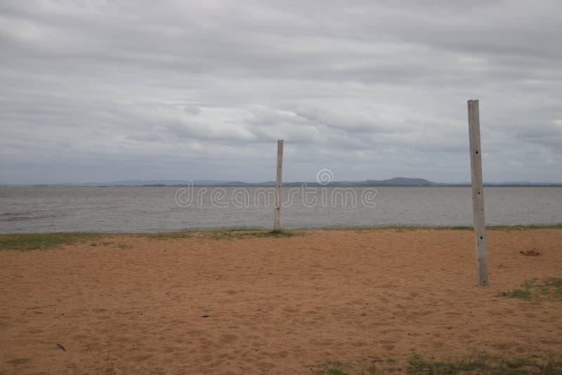 Opinión preciosa sobre la playa de Ipanema en Porto Alegre, el Brasil fotografía de archivo