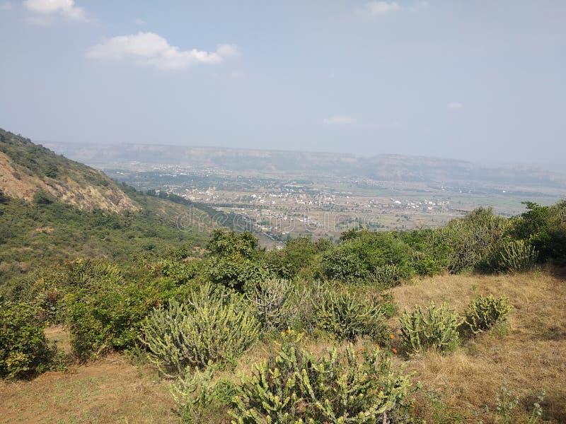 Opinión Pune de la naturaleza del fuerte de Visapur fotografía de archivo