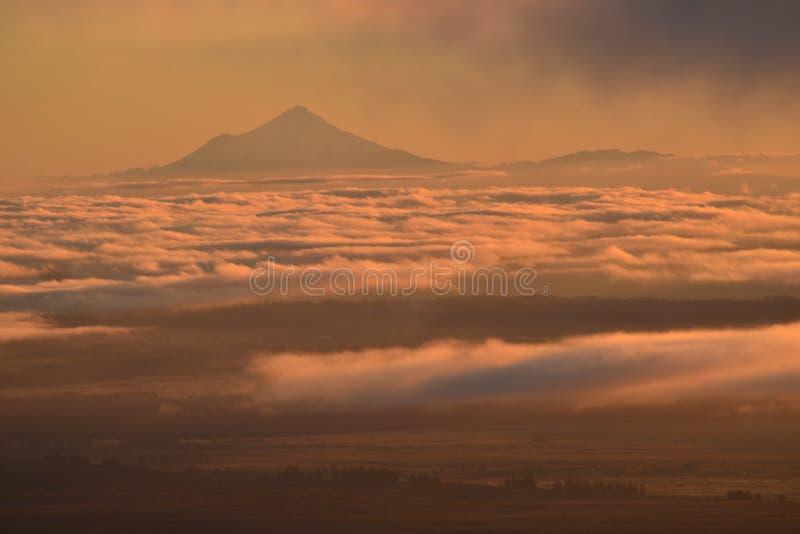 Opinión que sorprende sobre el volcán de Taranaki del parque nacional de Tngariro foto de archivo libre de regalías