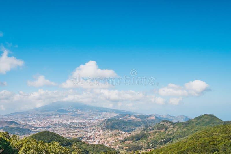 Opinión rural del panorama del paisaje del verano de Mirador del Carmen imagenes de archivo