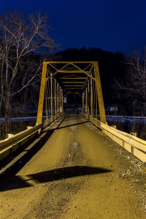 Opinión rural histórica de la noche del puente - Virginia Occidental imagenes de archivo