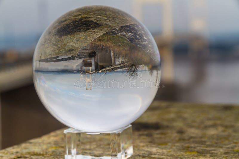 Opinión Severn Crossing Suspension Bridge original, paisaje de la bola de cristal imagen de archivo libre de regalías