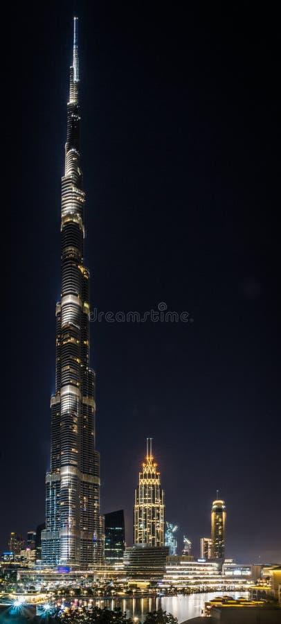 Opinión sobre Burj iluminado Khalifa en la noche fotos de archivo libres de regalías