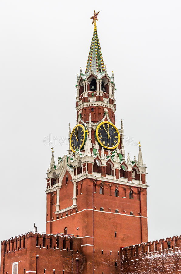 Opinión sobre el castillo del Kremlin en Moscú imagenes de archivo
