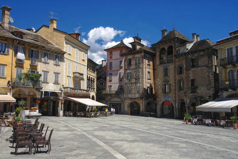 Opinión sobre el cuadrado central de Domodossola, Piamonte, Italia imágenes de archivo libres de regalías