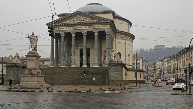 Opinión sobre el cuadrado de Gran Madre con la iglesia en Turín imagen de archivo