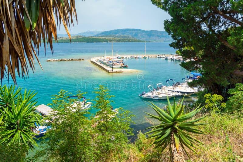 Opinión sobre el embarcadero en Kalami en la isla de Corfú, Grecia imágenes de archivo libres de regalías