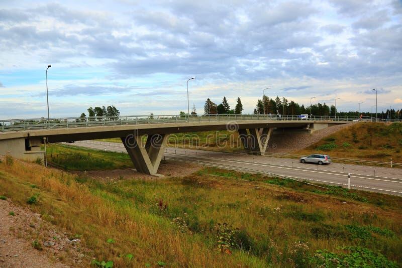 Opinión sobre el puente sobre la carretera fotos de archivo
