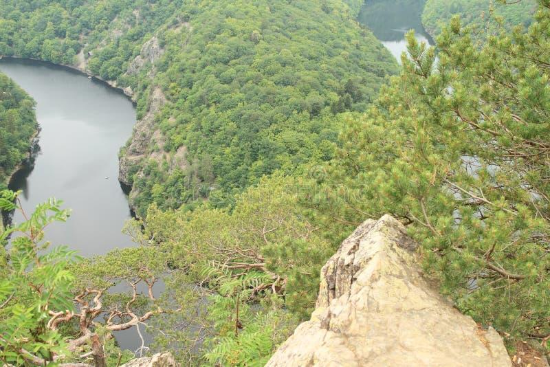 Opinión sobre el río Moldava - el comandante de Vyhlidka imagen de archivo libre de regalías