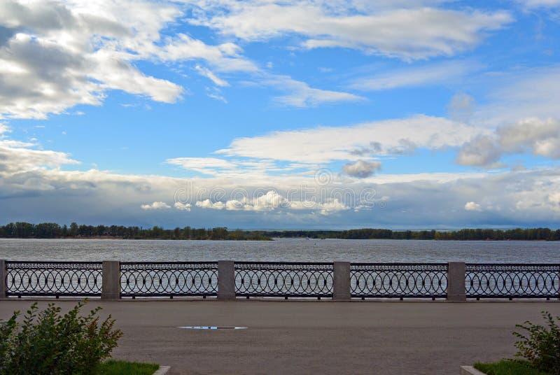 Opinión sobre el terraplén de Volga de la ciudad del Samara imagen de archivo libre de regalías