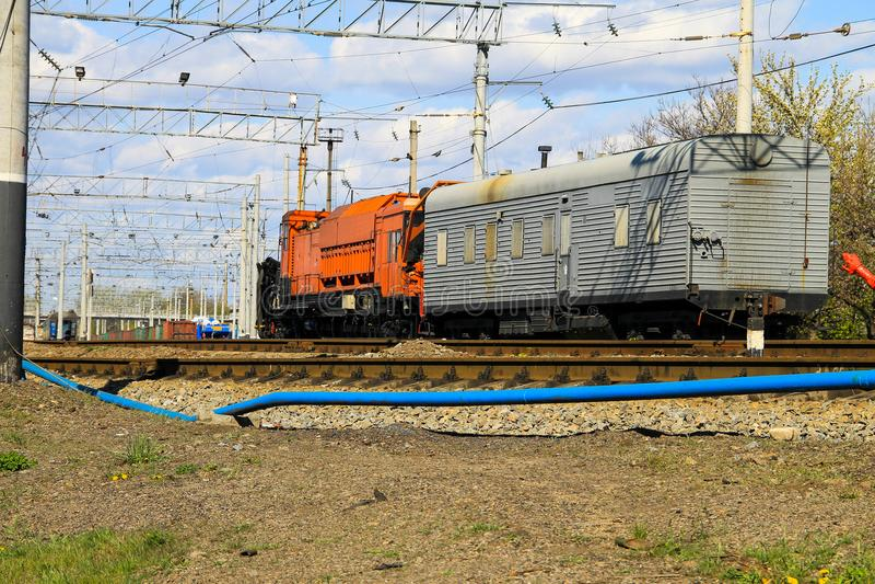 Opinión sobre el tren del mantenimiento en vía de ferrocarril foto de archivo