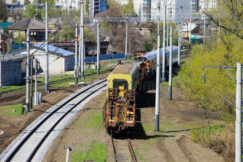 Opinión sobre el tren del mantenimiento en vía de ferrocarril fotos de archivo libres de regalías