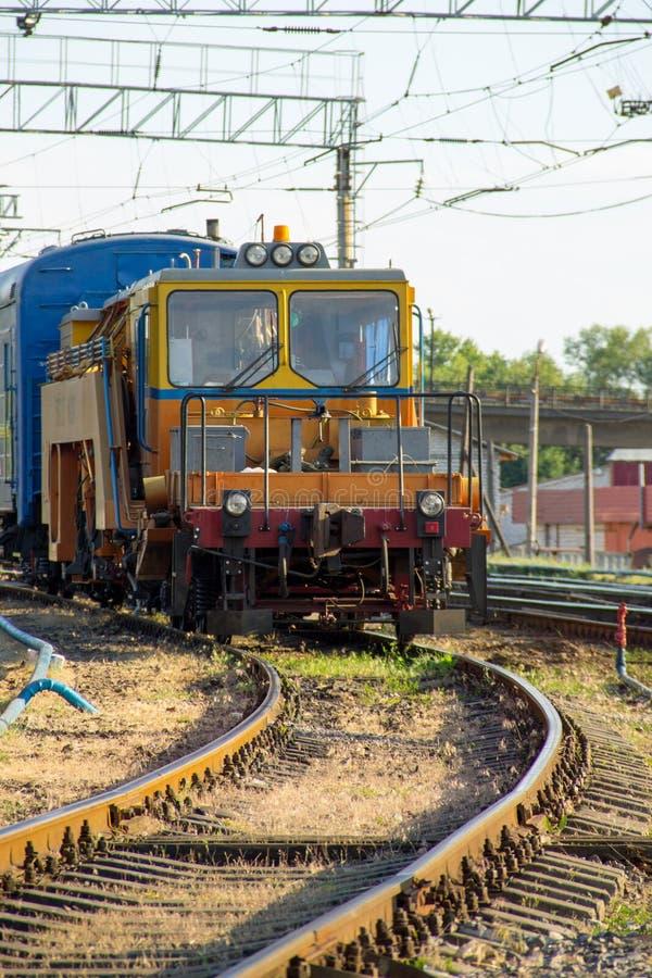 Opinión sobre el tren del mantenimiento en vía de ferrocarril fotos de archivo