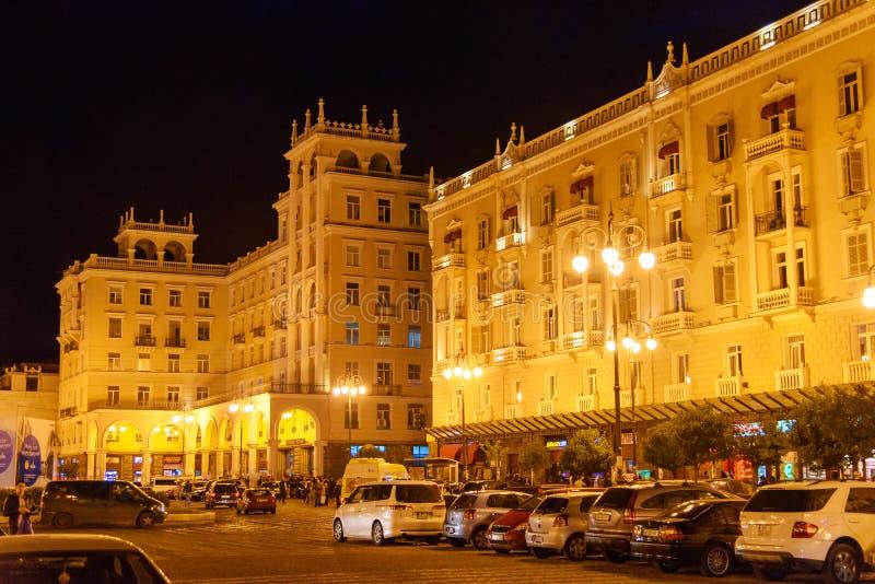 Opinión sobre la avenida de Agmashenebeli en la noche tbilisi georgia fotos de archivo libres de regalías