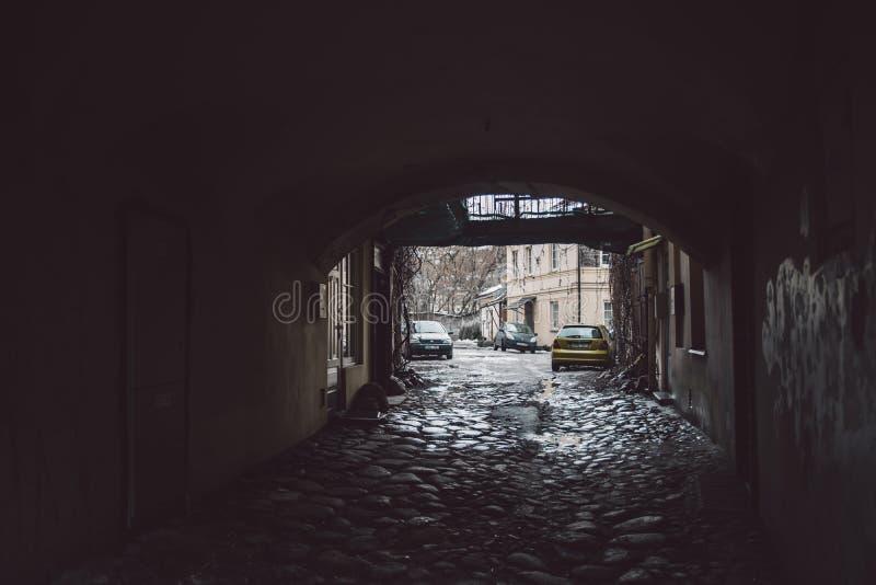 Opinión sobre la calle vieja de la ciudad de Vilna imagen de archivo libre de regalías