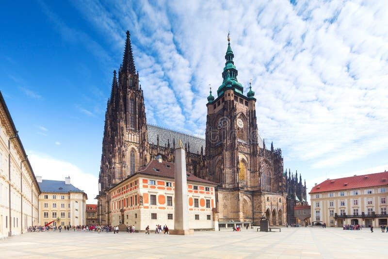 Opinión sobre la catedral en Hradcany en Praga, República Checa. imagen de archivo libre de regalías