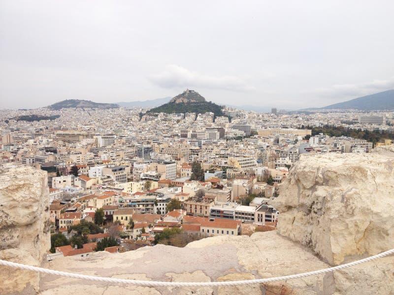 Opinión sobre la ciudad de Atenas de la altura imagen de archivo