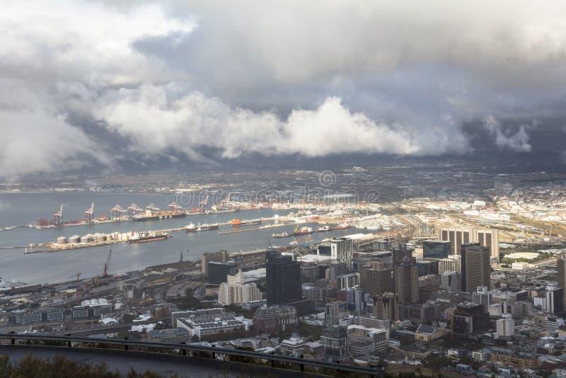 Opinión sobre la ciudad de Ciudad del Cabo de la colina de la señal imagen de archivo