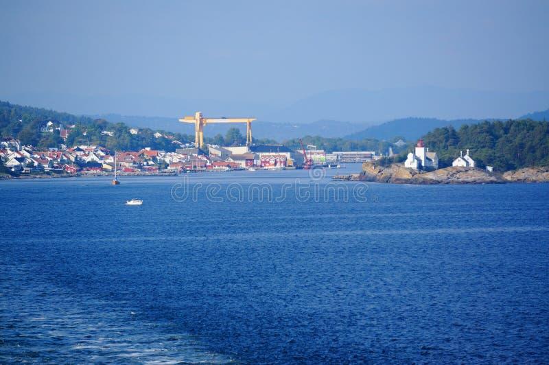 Download Opinión Sobre La Ciudad Langesund, Noruega Del Puerto Foto de archivo - Imagen de hermoso, lago: 44855444