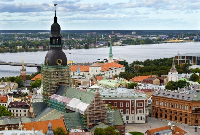 Opinión sobre la ciudad vieja de Riga, Latvia fotos de archivo libres de regalías