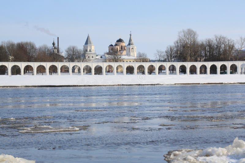 Opinión sobre la corte de Yaroslav, Veliky Novgorod fotos de archivo libres de regalías