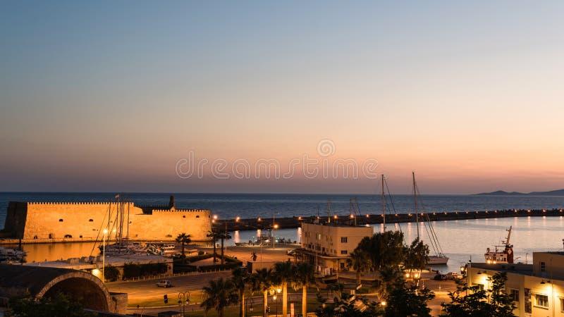 Opinión sobre la fortaleza de Koules el castillo veneciano de Heraklion en la ciudad de Heraklion, Creta, Grecia foto de archivo libre de regalías